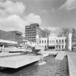 Willemsplein Tilburg met stadhuis, fontein en stadskantoor. Foto: RCE