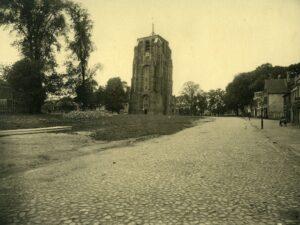 Oldehoofsterkerkhof in 1933. Collectie: Historisch Centrum Leeuwarden