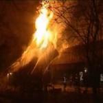 (VIDEO) Brand verwoest twee historische boerderijen Drenthe