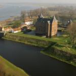 Acht volle bussen naar Den Haag voor behoud Slot Loevestein