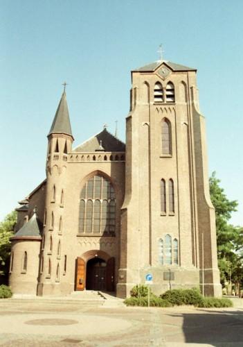 Kerk Standdaarbuiten Foto: J. Sonneveld.  via reliwiki