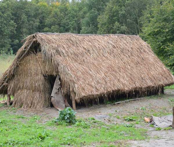 Oudste huis zeeland nagebouwd de erfgoedstem - Tijdschriftenrek huis van de wereld ...