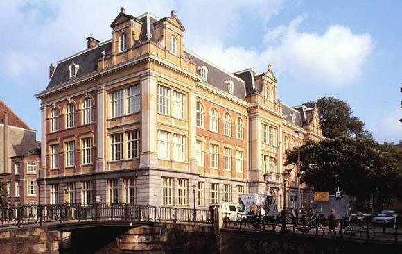 Hes, Raampelin Amsterdam