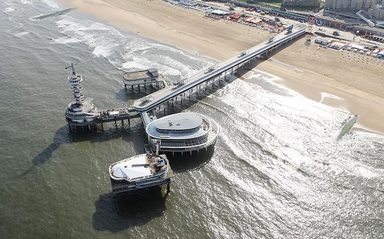 Scheveningse pier - Joop van Houdt via wikimedia commons
