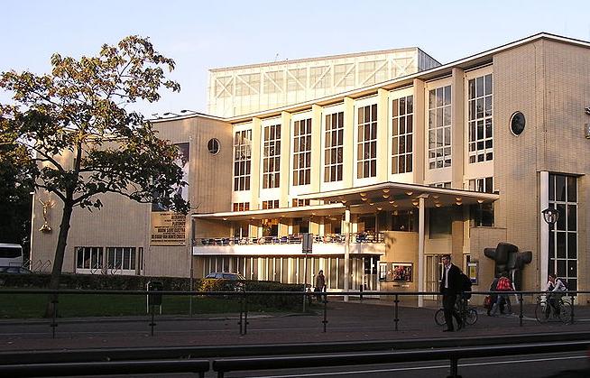 Stadsschouwburg Utrecht - Luctor IV via wikimedia commons