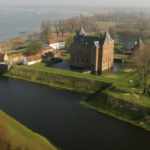 Archeologen onderzoeken vestingterrein Slot Loevestein
