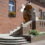 Monumentaal raadhuis te koop na herindeling gemeenten