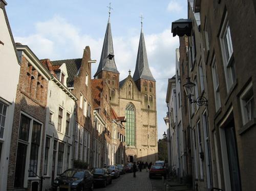 Gezicht  op de Bergkerk in Deventer