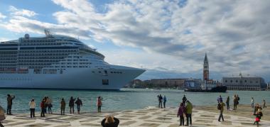Cruiseschip bij Venetie. Foto: Wolfgang Moroder via wikimedia