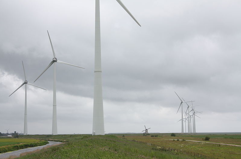 Windturbines Eemshaven. Foto: Tijmen Stam via wikimedia