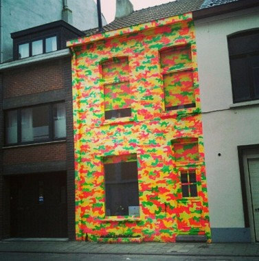 Gevel in Brussel. Foto via uglybelgianhouses