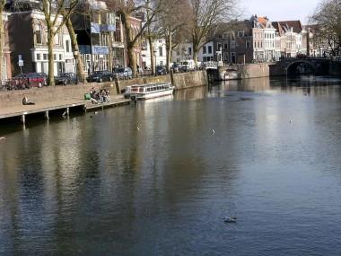 De Bemuurde Weerd in Utrecht. In het midden het ingestorte deel van de kademuur.