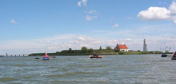 Vuurtoreneiland bij Durgerdam met vouwkano's. Foto: Caseman (mei 2003)