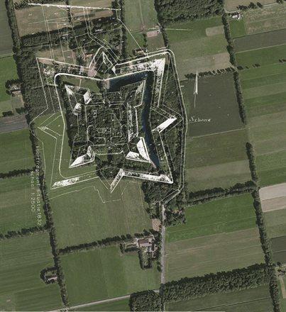 Satellietfoto Ommerschans met projectie voormalige vesting. Foto: