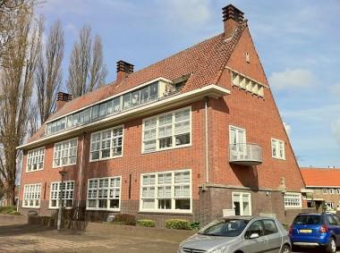 Een voormalige school op de Schermerstraat in Amsterdam-Noord bron: A. Bakker via Wikimedia