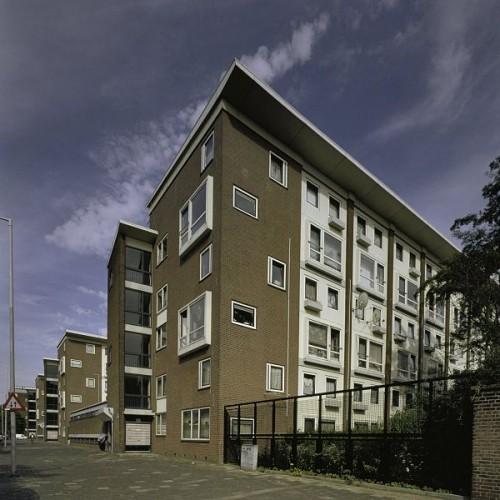 Flats op de Mathenesserweg, Rotterdam Foto: RCE