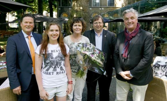Van links naar rechts: Wethouder Piet Sleeking, Marike Mulders, Marja Mulders, Gerben Baaij en Peter Schoon. Foto: Thymen Stolk