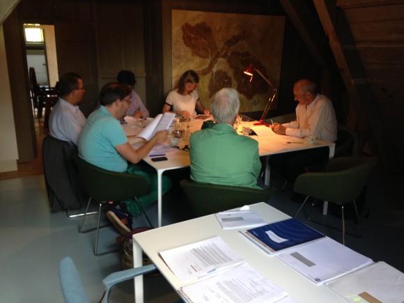 Jury aan het werk met inzendingen. BNG Bank Erfgoedprijs 2014