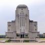 Zendgebouw Radio Kootwijk in paars ingepakt