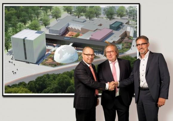 Deputé Ger Koopmans, Huub Wiermans wethouder van de Gemeente Kerkrade en uiterst rechts Hans Gubbels, directeur van Discovery Center Continium.