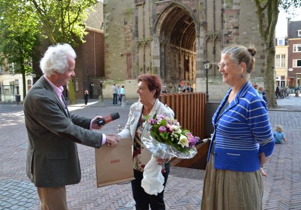 20140812 Dineke Barendregt 10.000ste bezoeker DOMunder, foto Initiatief Domplein