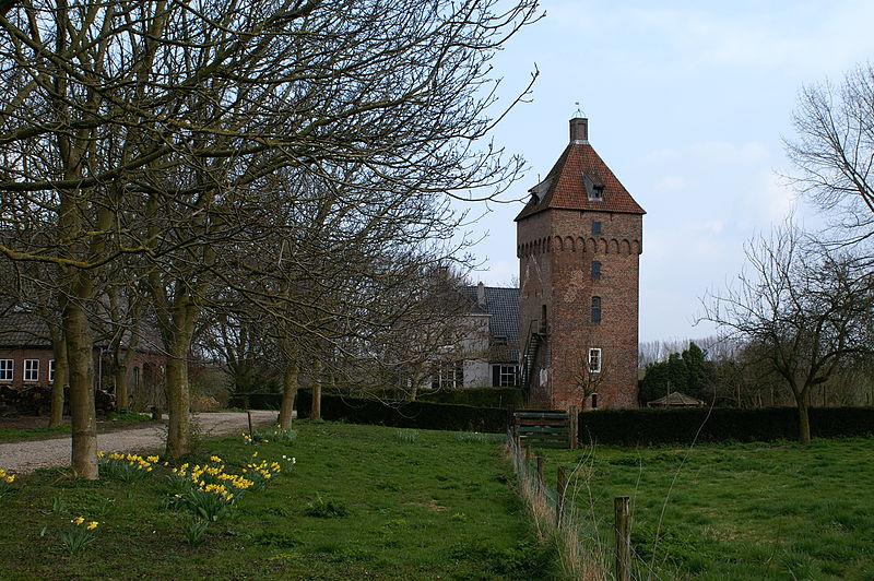De overgebleven toren van kasteel Poelwijk te Gendt. Foto: Kasteelbeer