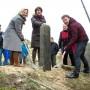 Wassenaarse en Haagse wethouder herplaatsten duingrenspaal