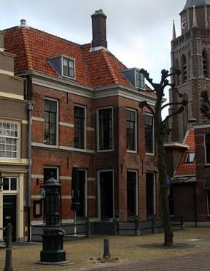 De dorpspomp in Voorschoten. foto: Goodness Shamrock via Wikimedia Commons (CC-BY-3.0)
