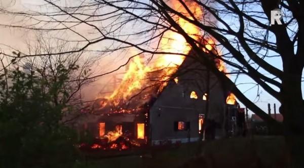 Boerderij brand Foto: still uit film via youtube