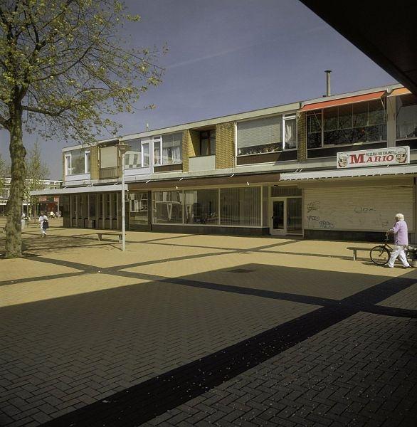 Overzicht van enkele winkels met woningen daarboven in Rotterdam bron: RCE