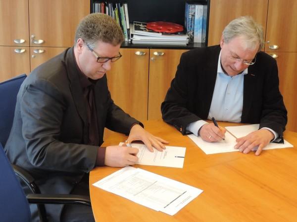 Ondertekening contract IJsselkogge.