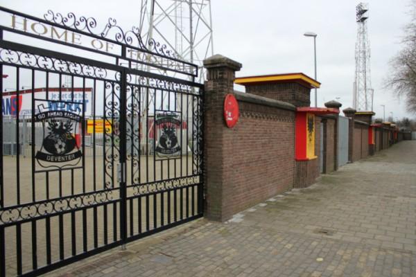 Hekwerk en stadionmuur Go Ahead Eagles Foto: GA-Eagles fans