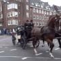 55 koetsen maken jaarlijkse nachtrit door Amsterdam