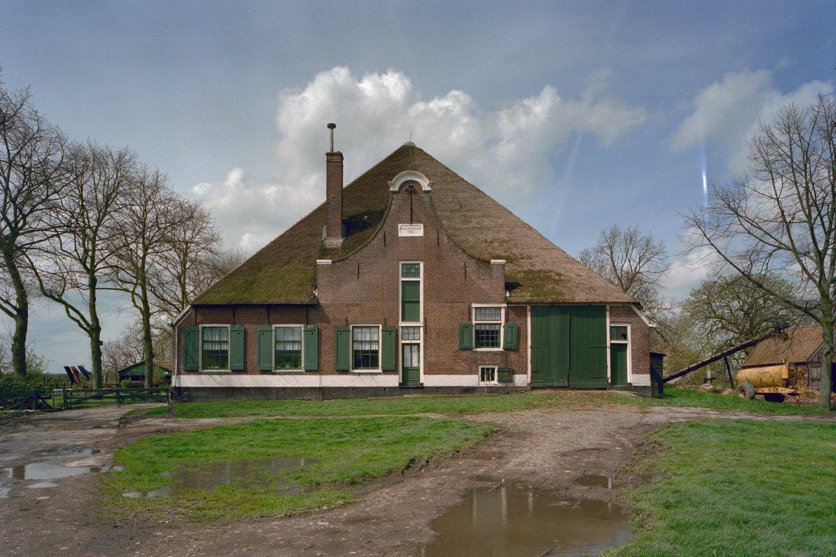 Nieuwe bestemming voor beemster boerderij de broedersbouw for Opknap boerderij te koop gelderland