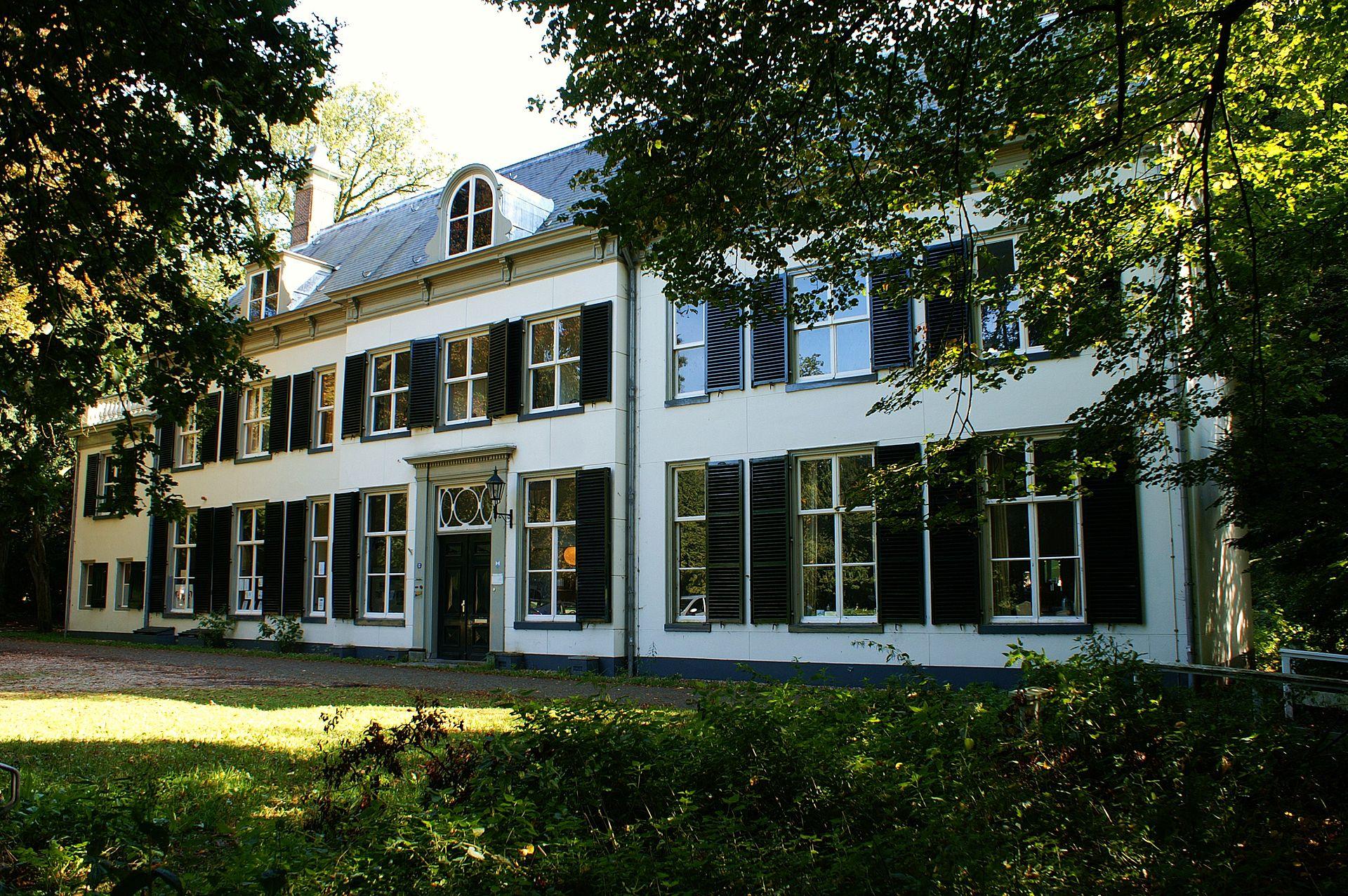 Gemeente Amersfoort legt renovatie Huize Randenbroek stil