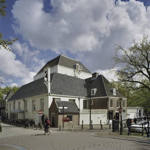 De Amstelkerk, ook door Stadsherstel gerestaureerd is waar de organisatie tegenwoordig is gevestigd.