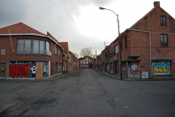 en verlaten straat in het centrum van het dorp Foto: Gertjan de Boer