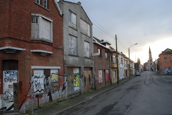 De straat naar de rijksmonumentale kerk van Doel Foto: Gertjan de Boer