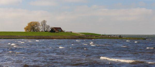 Zicht op het IJsselmeer bij Molkwar