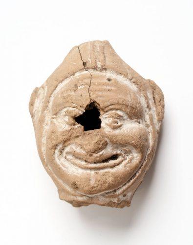 Terracotta Narrekop, gevonden bij Woerden Beeld: Rijksmueum van Oudheden