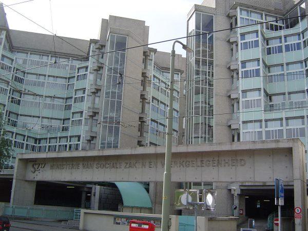Het voormalige pand van het ministerie van Sociale Zaken bij station Laan van NOI in Den Haag