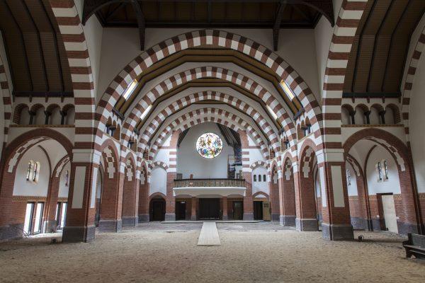 Clemenskerk, Hilversum, interieur Foto: BOEi