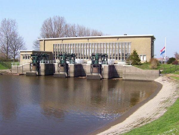 Het Mr. P.A. Pijnacker Hordijk gemaal. Foto: Johi via nl.wikipedia
