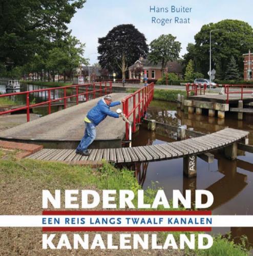 Boek: Nederland kanalenland. Een reis langs twaalf kanalen. Foto via FIEN