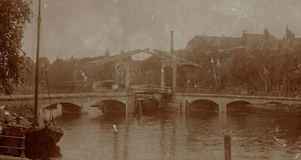 Magere Brug 1897 Foto: onbekend