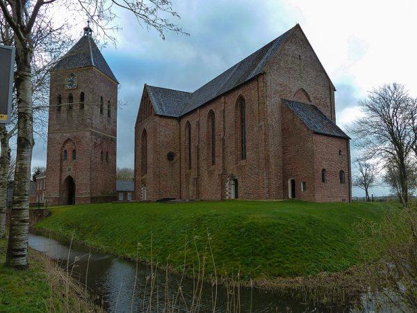 Jacobuskerk met vrijstaande toren in Zeerijp