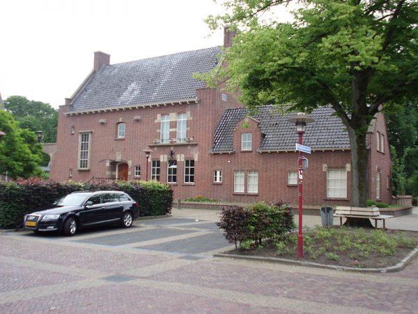 Het voormalige gemeentehuis van Scherpenzeel