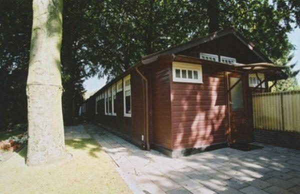 Houten woning aan de Van Heutszlaan in Ede