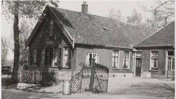 Boerderij Welgelegen in Sloten op een foto uit 1954
