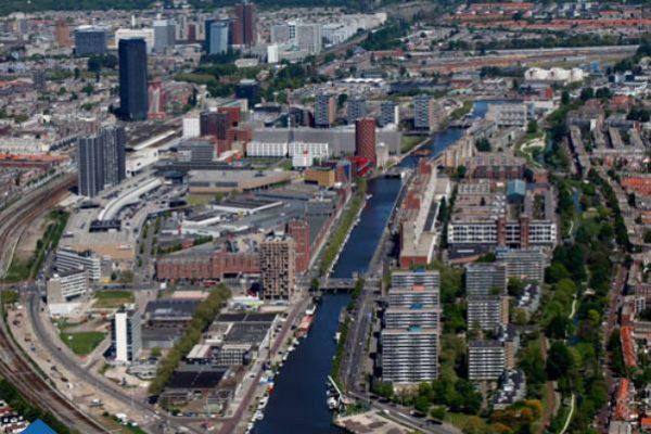 Luchtfoto van de Laakhaven in Den Haag